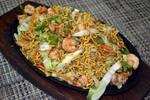 Yakissoba de camarão e legumes