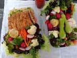 Mixer de verduras e legumes com peito de frango empanado