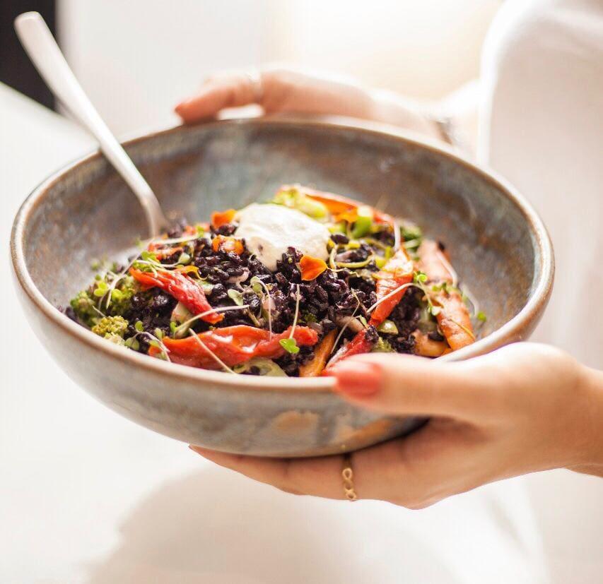 Bowl veggie com legumes da estação grelhados