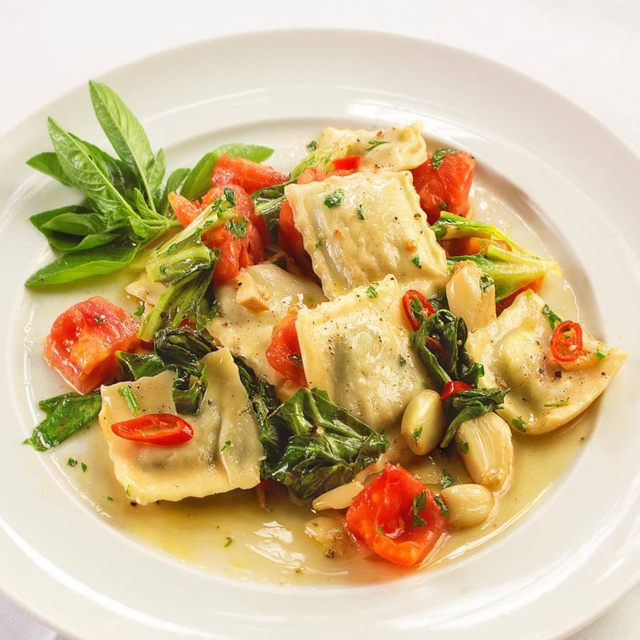 Tortelloni à stefanon(Quadrada, recheada com queijo de cabra,nóz-moscada e espinafre)