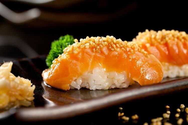 Sushi de Salmão com Azeite Trufado - 10 unidades