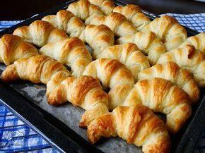 Croissant Francês Recheado de Queijo Brie e Geléia de Damasco (Combo c/ 6un)