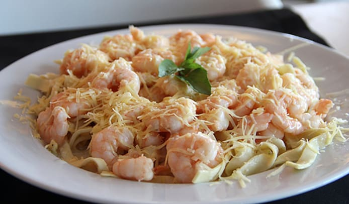 Kate´s Shrimp Fettuccine com molho bechamel