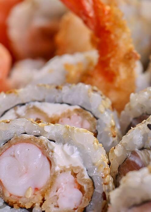 Uramaki ebi tempura (8 peças)