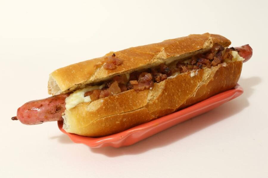 Linguiça fina de frango com Catupiry Original e bacon Cod. 08