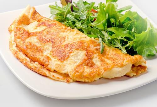 Omelete simples (Mini salada CORTESIA)