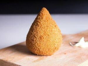 Coxinha de frango com requeijão